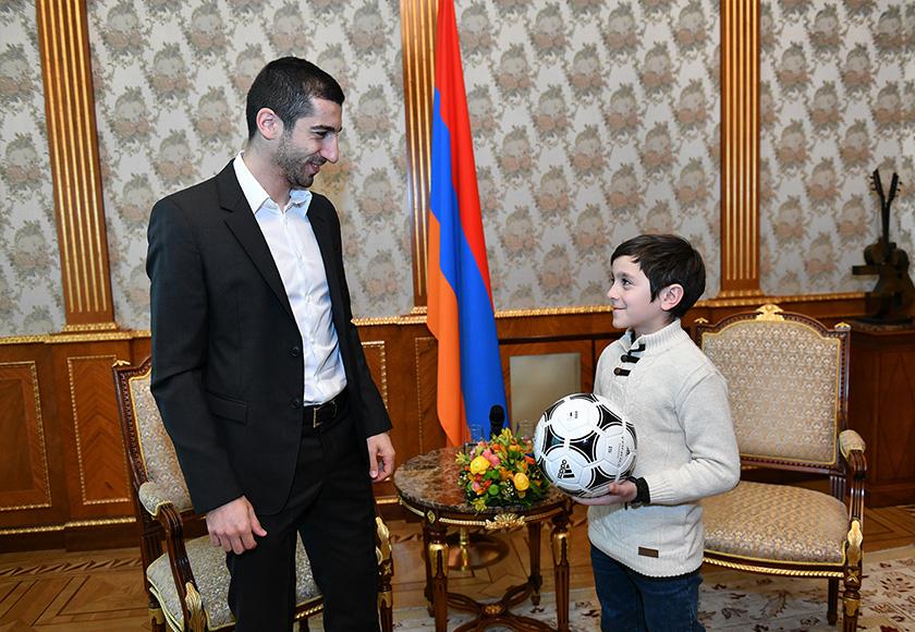Mkhitaryan President 04