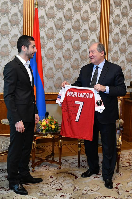 Mkhitaryan 09 P